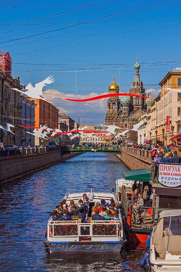 Der Fluss in der Stadt, Ufergegend, Boote lizenzfreies stockfoto