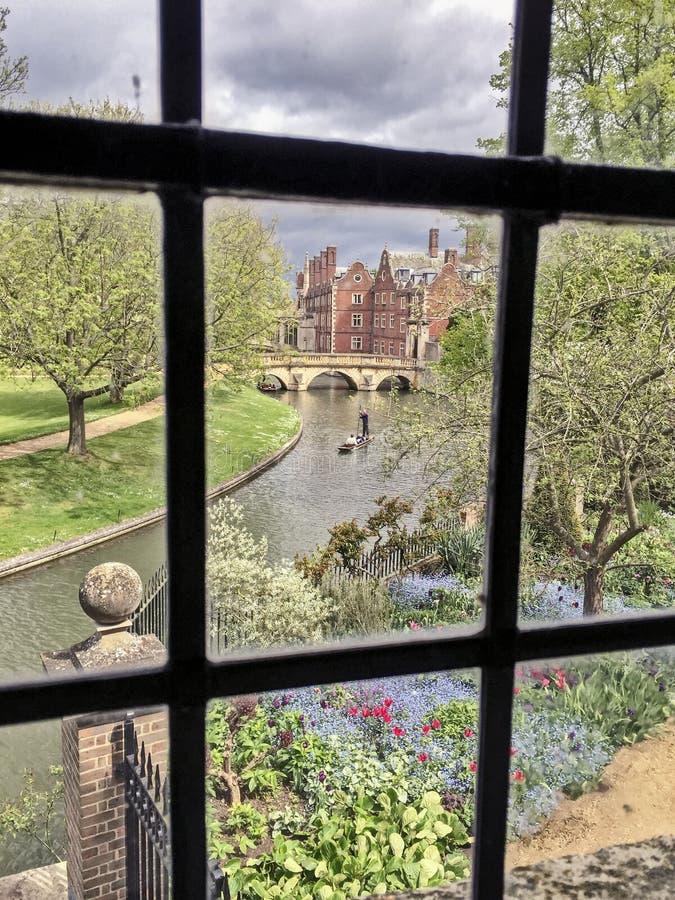 Der Fluss-Nocken von Wren Library stockfotos
