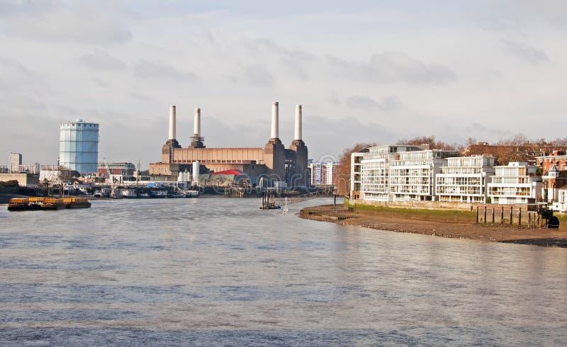 Der Fluss Themse bei Battersea stockbilder