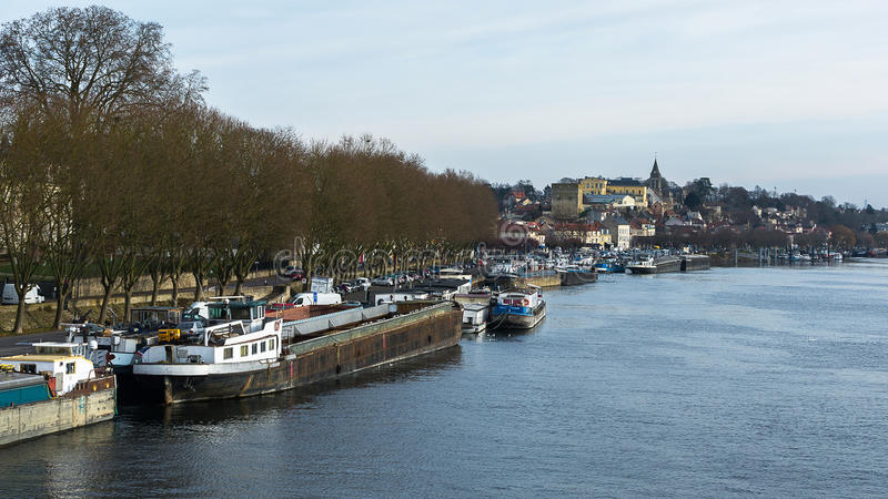Der Flusshafen von Conflans Sainte Honorine auf dem Fluss die Seine lizenzfreies stockfoto