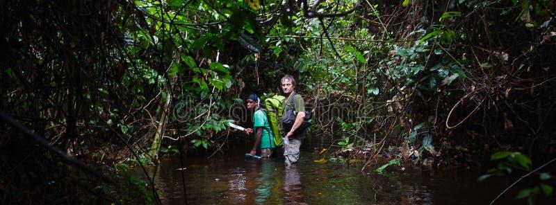 Der Fotograf im Dschungel lizenzfreie stockfotos