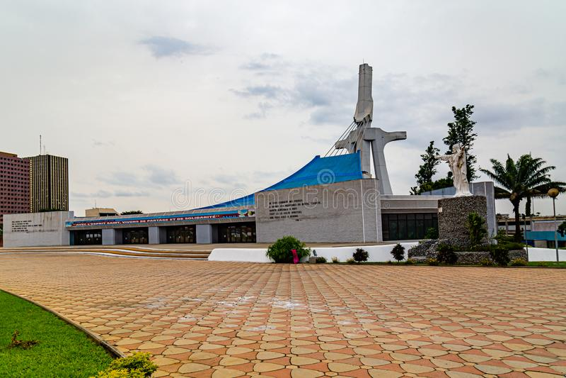 Der frontale Blick auf die St. Paul's Kathedrale Abidjan Côte d'Ivoy lizenzfreie stockfotos