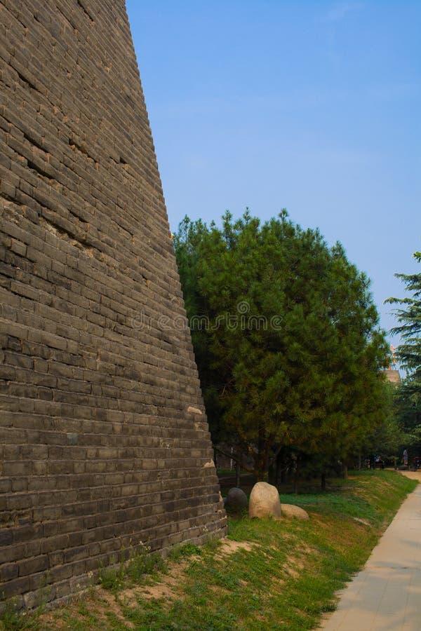 Der Fuß der Xi'an-Stadt-Wand lizenzfreie stockfotografie