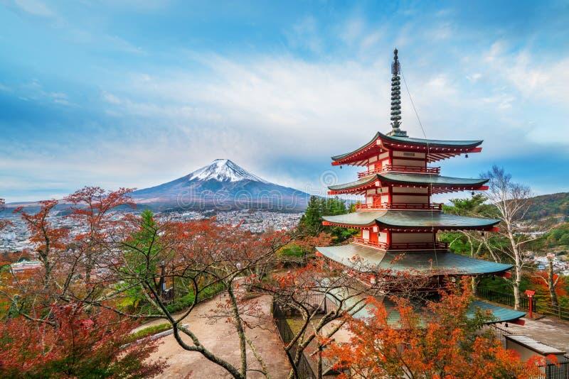 Der Fujisan, Chureito-Pagode im Herbst lizenzfreies stockfoto