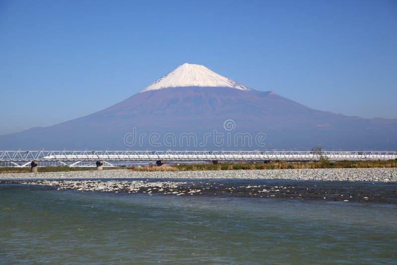 Der Fujisan und Shinkansen lizenzfreies stockbild