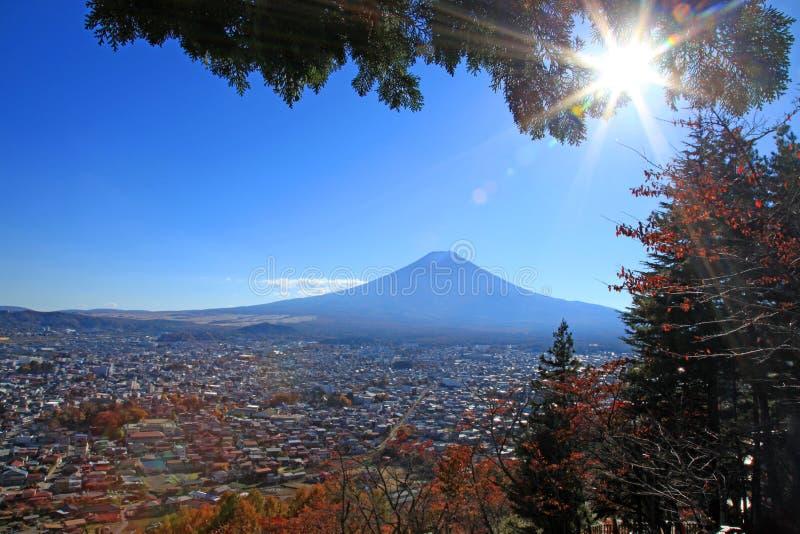 Der Fujisan von Chureito-Pagode in Japan stockfoto