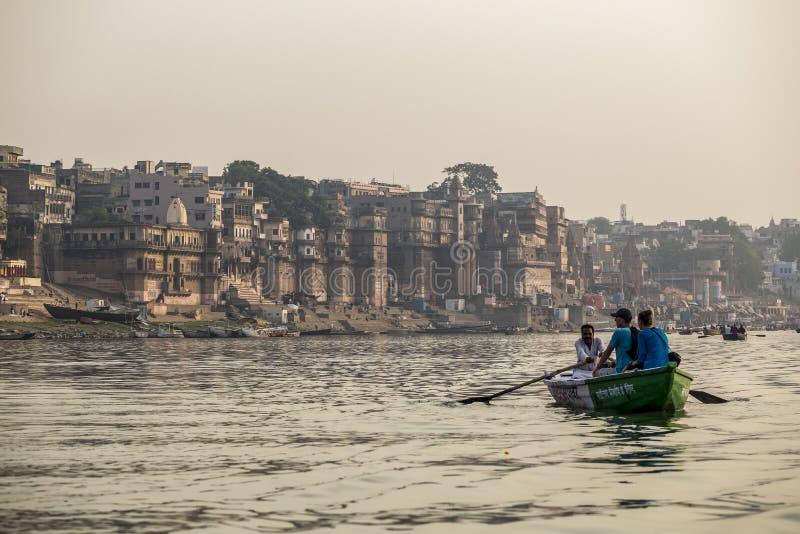 Der Ganges und Varanasi, Indien stockbild