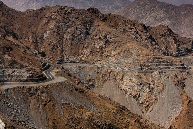 Der Gebirgsstraßenserpentin nahe Taif, Saudi-Arabien stockfotos