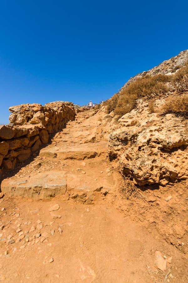 Der Gebirgsweg für den Abfall von der Spitzenhochebene zu Balos-Strand stockfoto