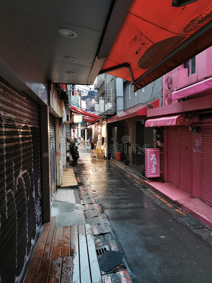 Der Gehweg nach dem rainyday lizenzfreies stockbild