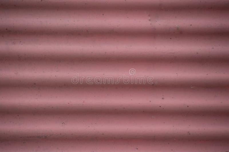 Der gerunzelte Schmutz verblaßte rotes rosa Hintergrund closep stockbild