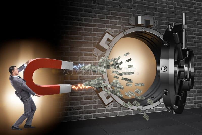 Der Geschäftsmann, der Bank im Finanzkriminalitätskonzept beraubt lizenzfreie stockfotos