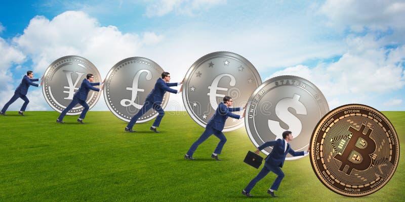 Der Geschäftsmann, der bitcoin in cryptocurrency Konzept drückt stockfotos