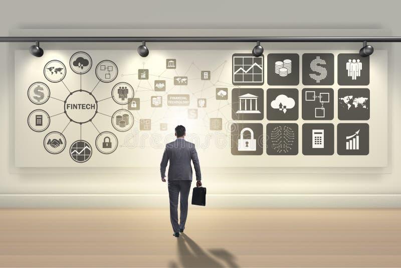 Der Geschäftsmann in Finanztechnologie fintech Konzept stockfotografie