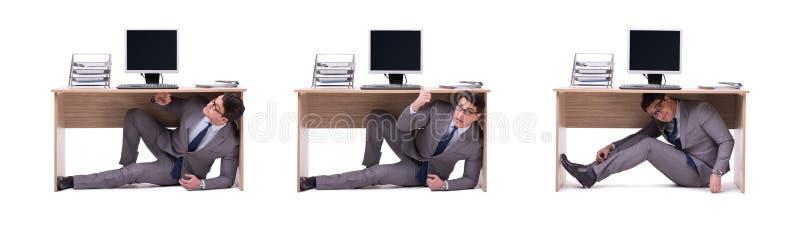 Der Geschäftsmann, der im ofice sich versteckt lizenzfreie stockfotos