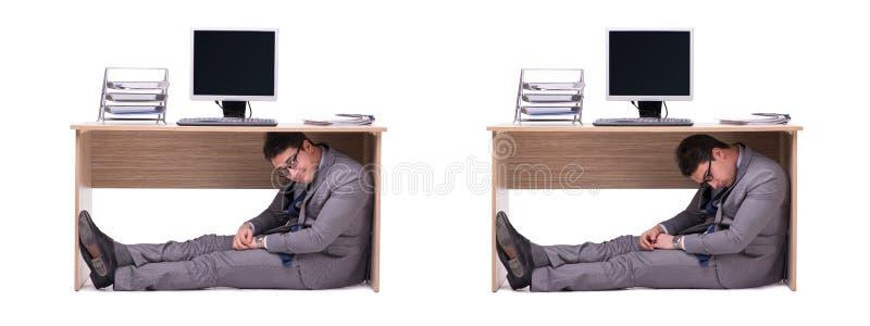 Der Geschäftsmann, der im ofice sich versteckt stockfotos