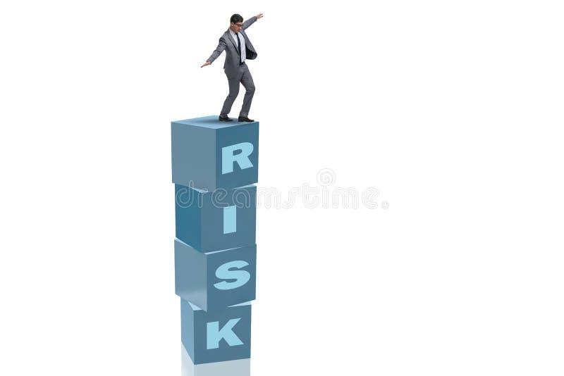 Der Geschäftsmann im Risiko- und Belohnungsgeschäftskonzept lizenzfreie abbildung