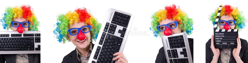 Der Geschäftsmann mit der Clownperücke lokalisiert auf Weiß lizenzfreies stockbild