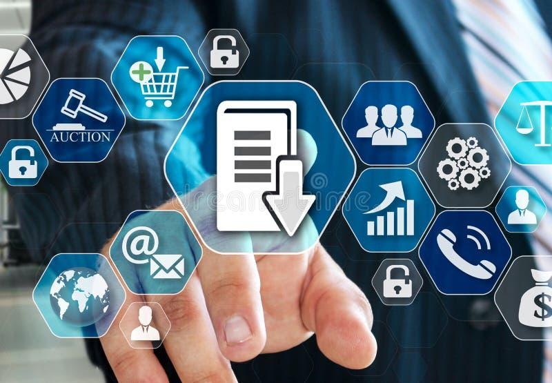 Der Geschäftsmann wählt Dokumentenmanagementsystem, DSM auf dem virtuellen Schirm in der Verbindung des Sozialen Netzes vektor abbildung