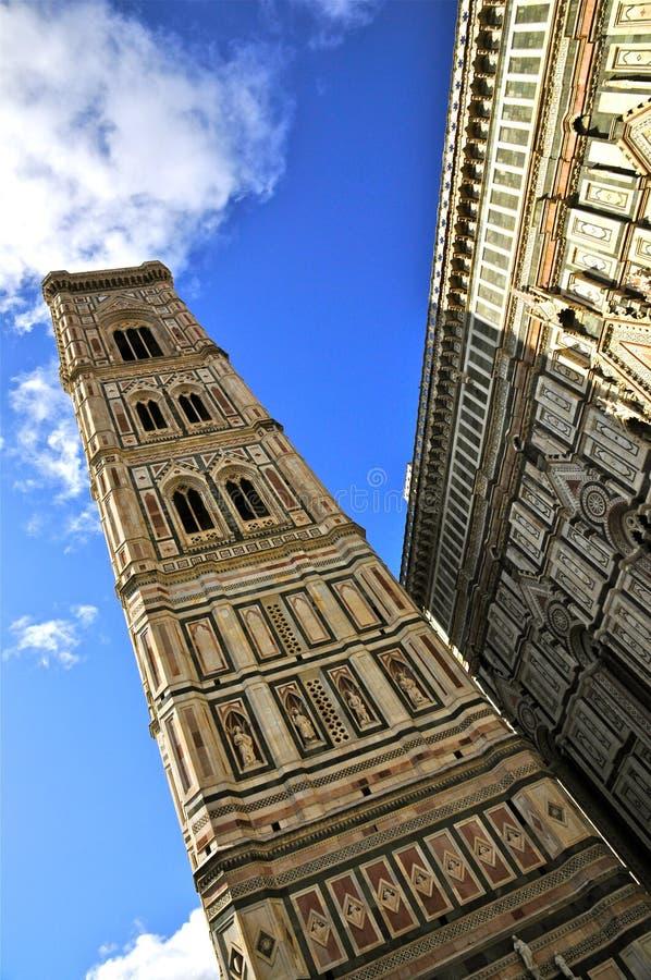Der Giotto Campanile und die Kathedrale von Florenz stockfotografie