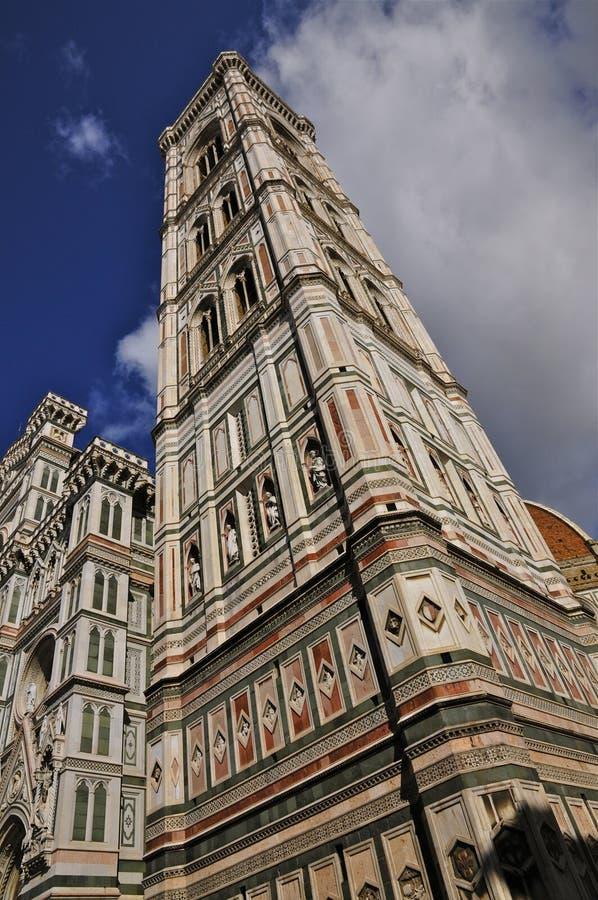 Der Giotto Campanile und die Kathedrale von Florenz stockbild