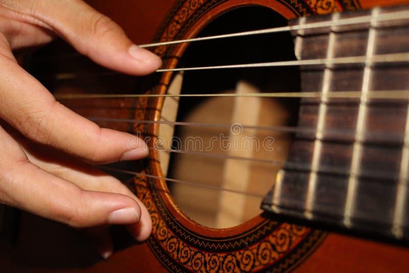 Der Gitarrist lizenzfreies stockfoto