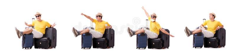 Der glückliche junge Mann, der auf die Sommerferien lokalisiert auf Weiß geht lizenzfreie stockfotos