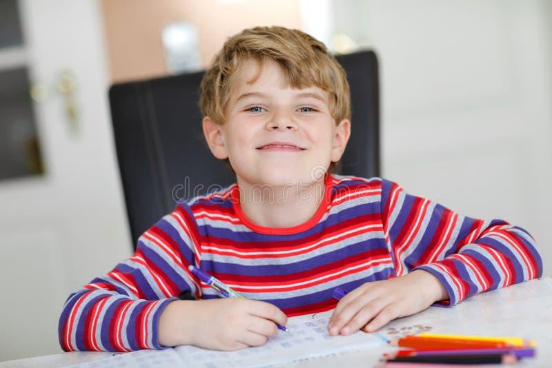 Kind Träumt In Der Schule