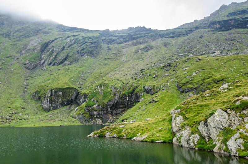 Der Gletschersee nannte Gummilack Balea Balea auf dem Transfagarasan stockfotografie