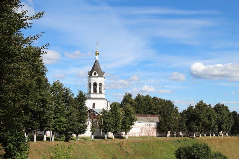 Der Glockenturm von Alexander Nevsky im Kloster der Geburt Christi des Theotokos in Vladimir-Stadt, Russland lizenzfreies stockbild
