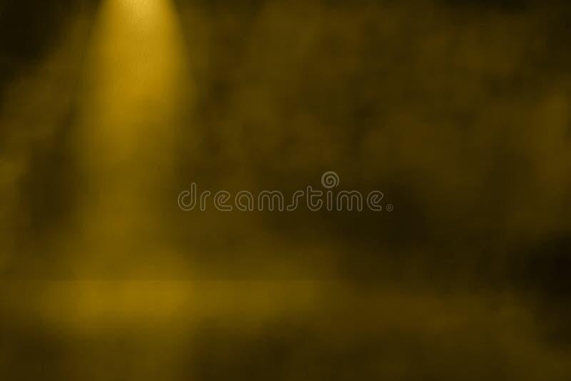 Der Goldgelbe Scheinwerfer, der im Innenraum 3d glänzt, verspotten herauf Produktanzeigendesign vektor abbildung