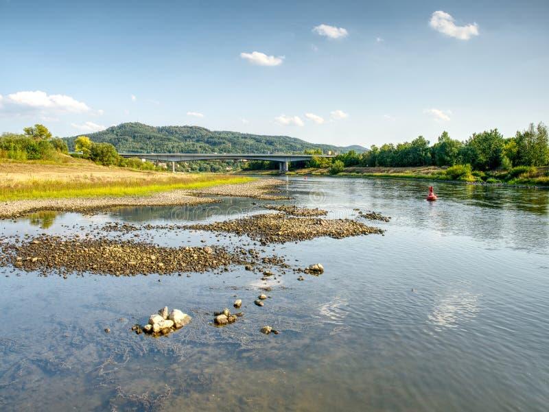 Der größte tschechische Fluss Elbe aus Wasser heraus Niveau 0 8m stockfotografie