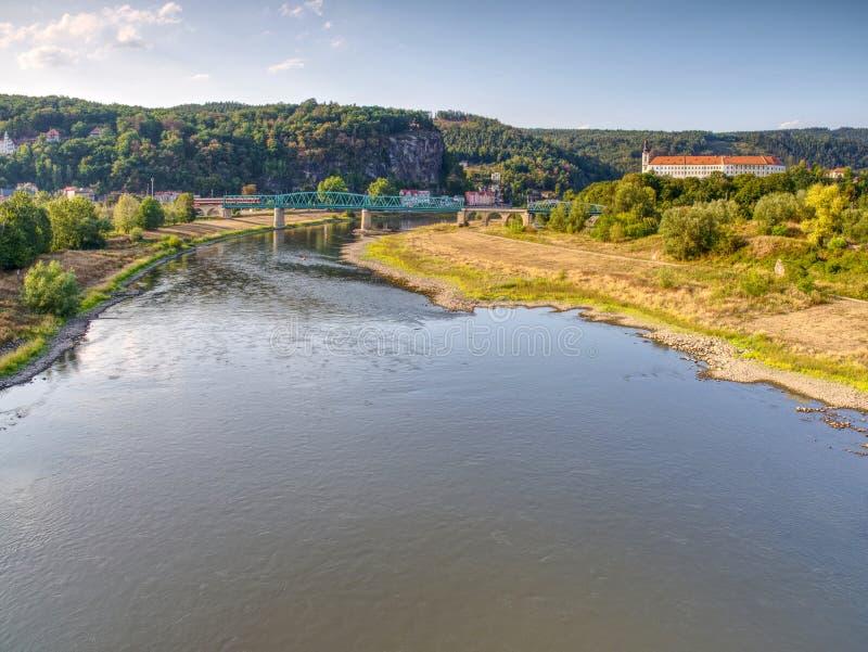 Der größte tschechische Fluss Elbe aus Wasser heraus Niveau 0 8m stockfoto