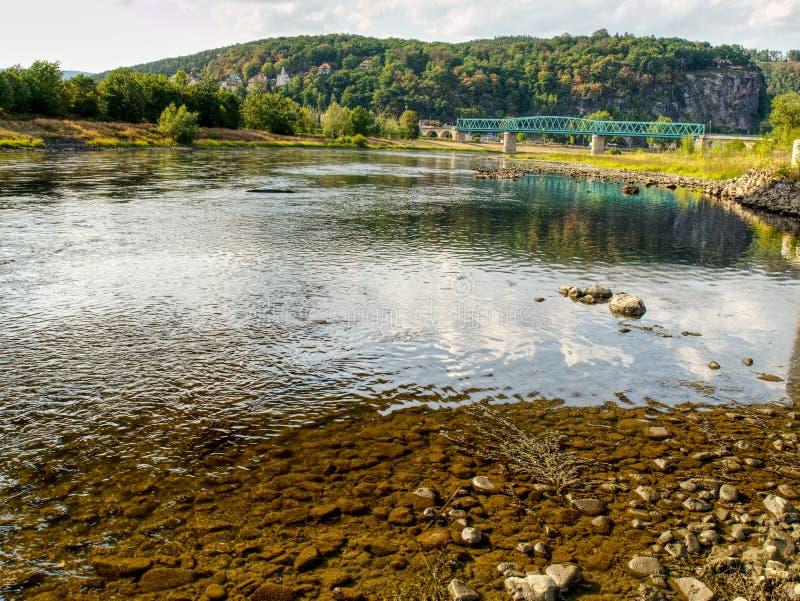 Der größte tschechische Fluss Elbe aus Wasser heraus Niveau 0 8m stockbilder