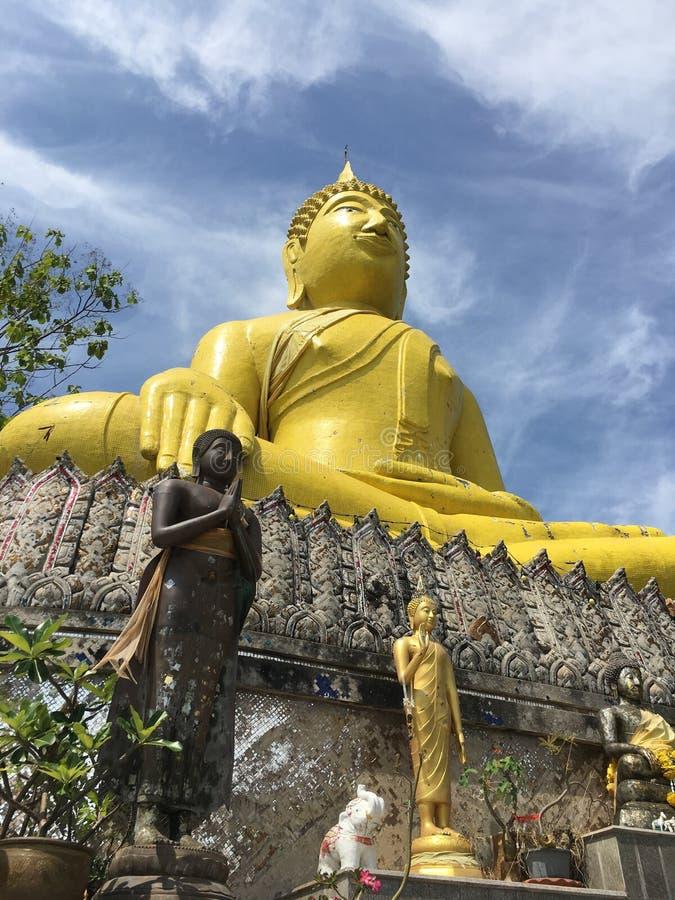 Der große gelbe Buddha stockbild