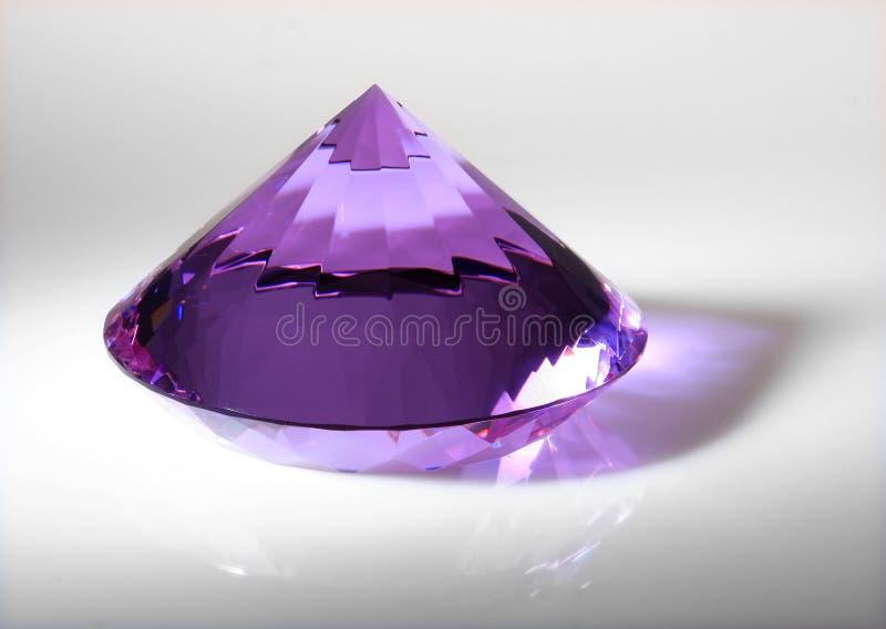 Download Der große Kristall stockfoto. Bild von verzierung, violett - 12201446