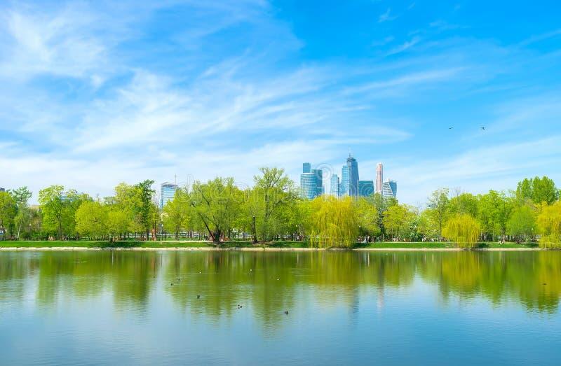 Der große Novodevichy-Teich stockbilder