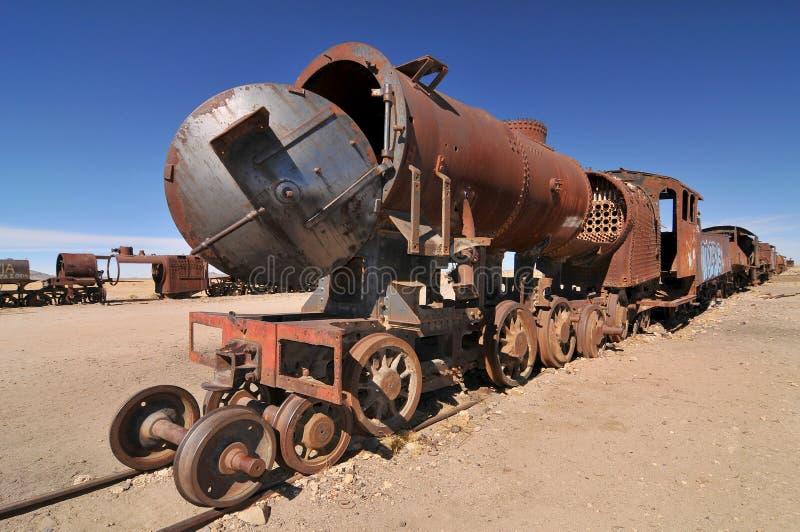 Der Große Train Graveyard, der Zugfriedhof und eine der wichtigsten Touristenattraktionen der Uyuni Region in Bolivien lizenzfreie stockfotos