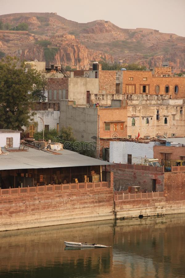 Der Gulab Sagar Talab Lake lizenzfreie stockbilder