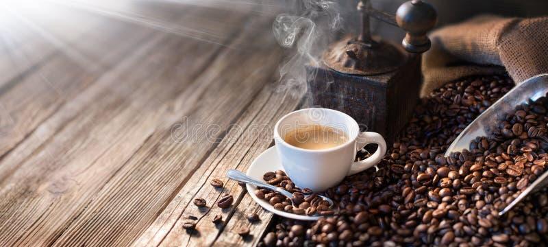 Der gute Morgen fängt mit einem guten Kaffee - Morgen-Licht an lizenzfreies stockfoto