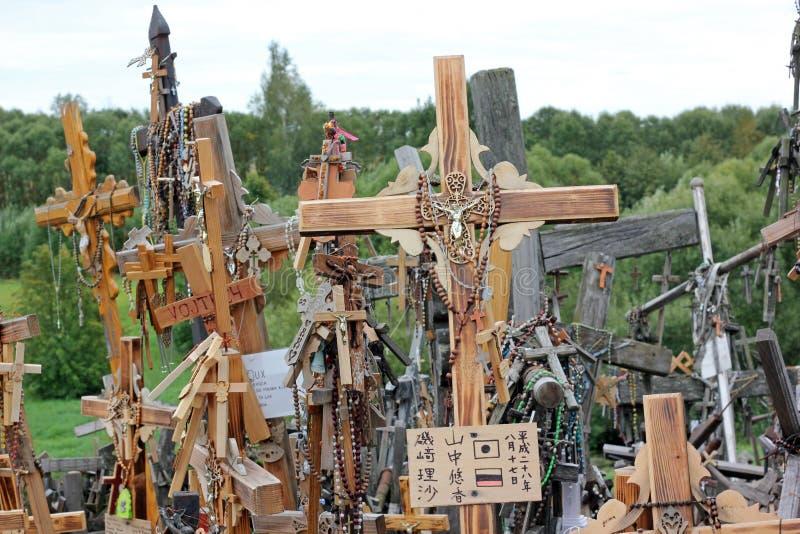 Der Hügel der Kreuze in Litauen lizenzfreie stockbilder