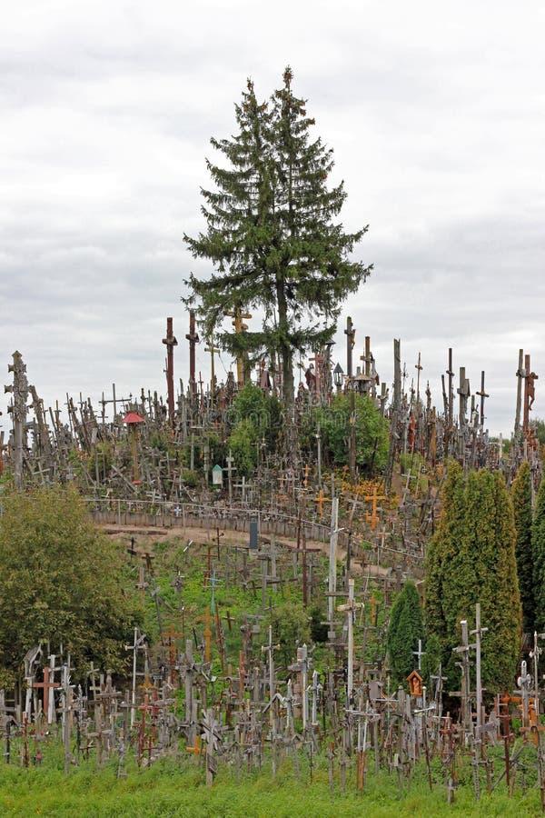 Der Hügel der Kreuze in Litauen lizenzfreie stockfotos