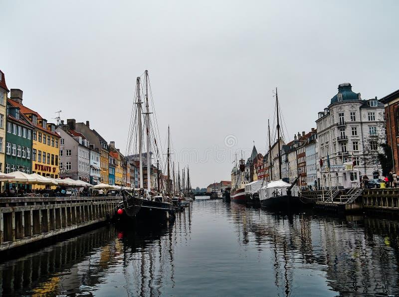 Der Hafen bei Nyhavn lizenzfreie stockfotos