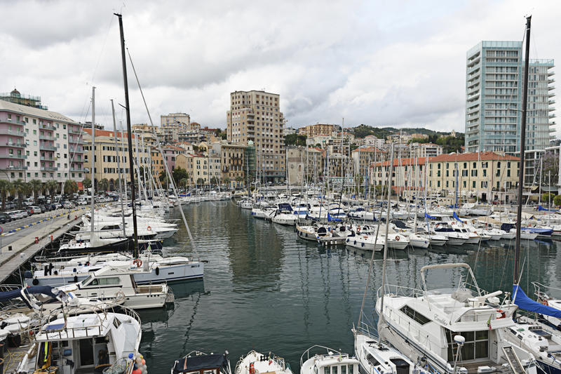 Der Hafen von Savona, Italien stockbilder