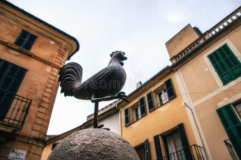Der Hahn ist es Symbol von Pollensa, Mallorca lizenzfreie stockbilder