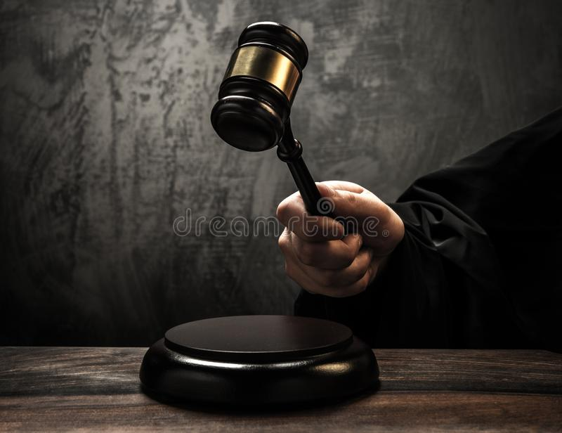 Der Hammer des Richters stockbilder