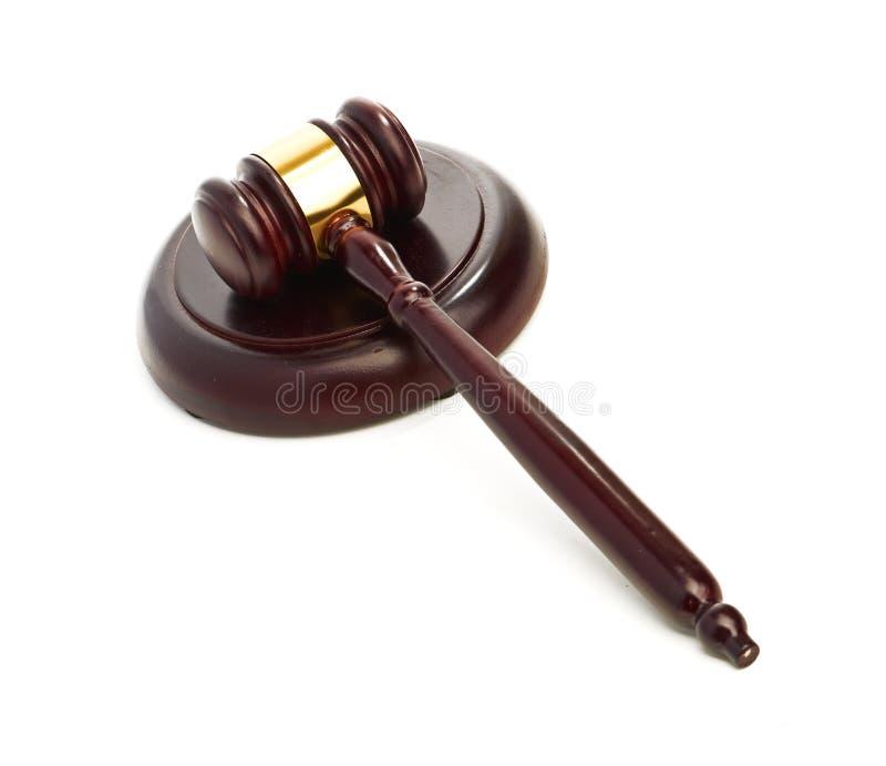 Der Hammer des Richters auf Weiß stockfotos