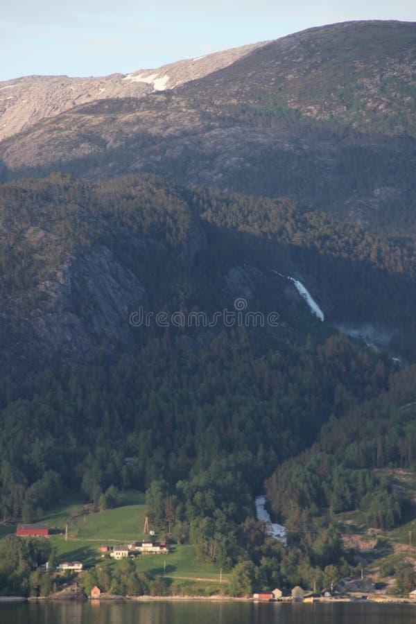 Der Hardanger-Fjord in Norwegen lizenzfreies stockfoto
