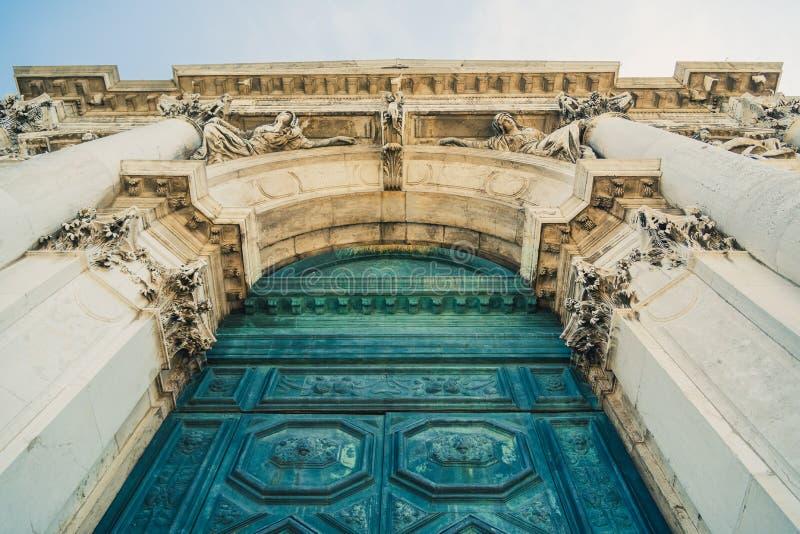 Der Haupteingang zur Santa Maria della Salute-Kirche, Venedig lizenzfreie stockbilder