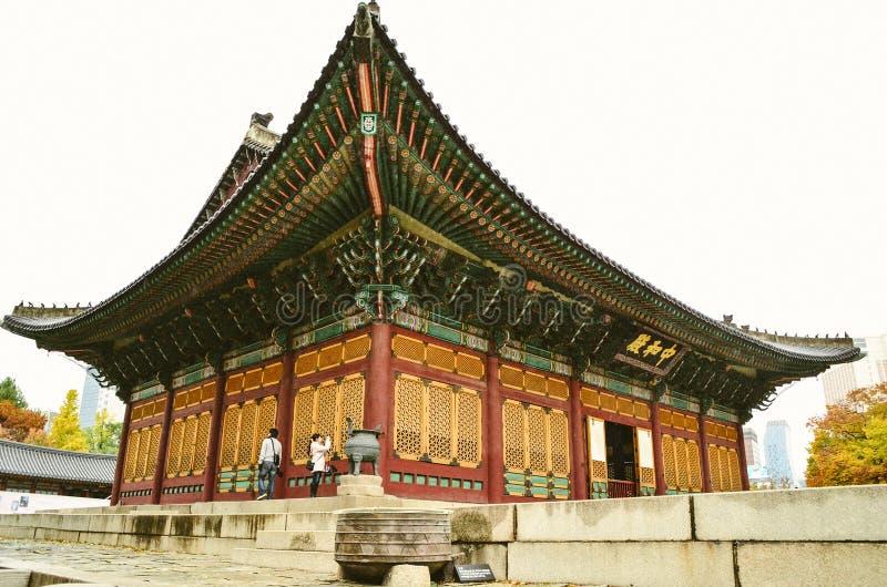 Der Hauptthron von Deoksugungs-Palast in Seoul, Südkorea stockbilder